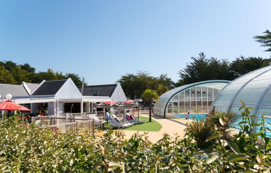 Camping bretagne avec piscine couverte camping avec piscine chauff e en finist re for Camping a marseillan plage avec piscine