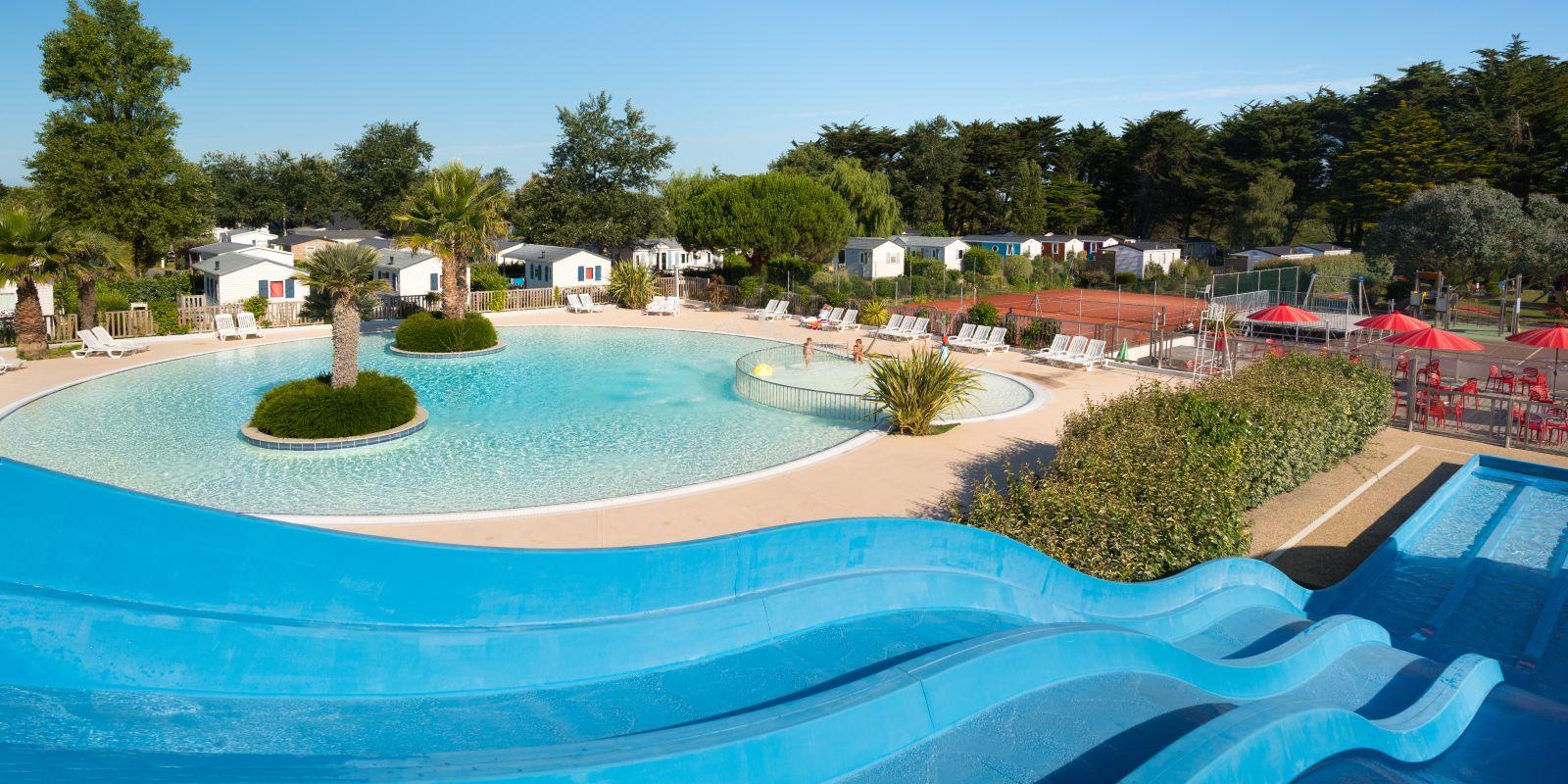 Camping en bretagne sud avec piscine et toboggan village for Camping quend plage avec piscine