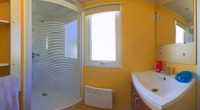 Lodge 4 personnes - 24 m² - la salle de bain