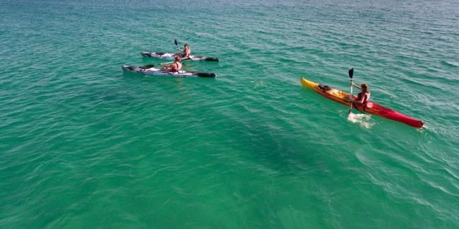 camping plage aquatique sports kayak