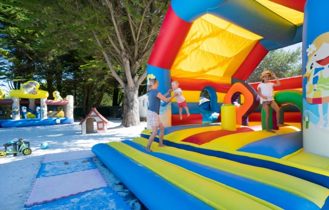 camping plage club kids 5-7-ans structure gonflable