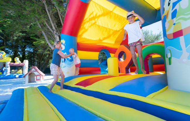 camping plage equipements sur place structure gonflable