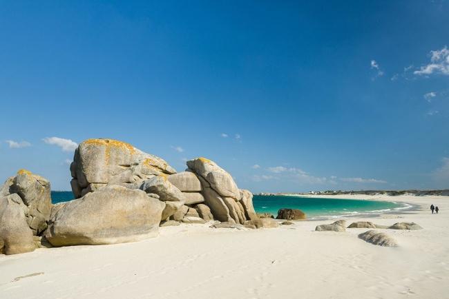Finistère-sud - rochers sur la plage