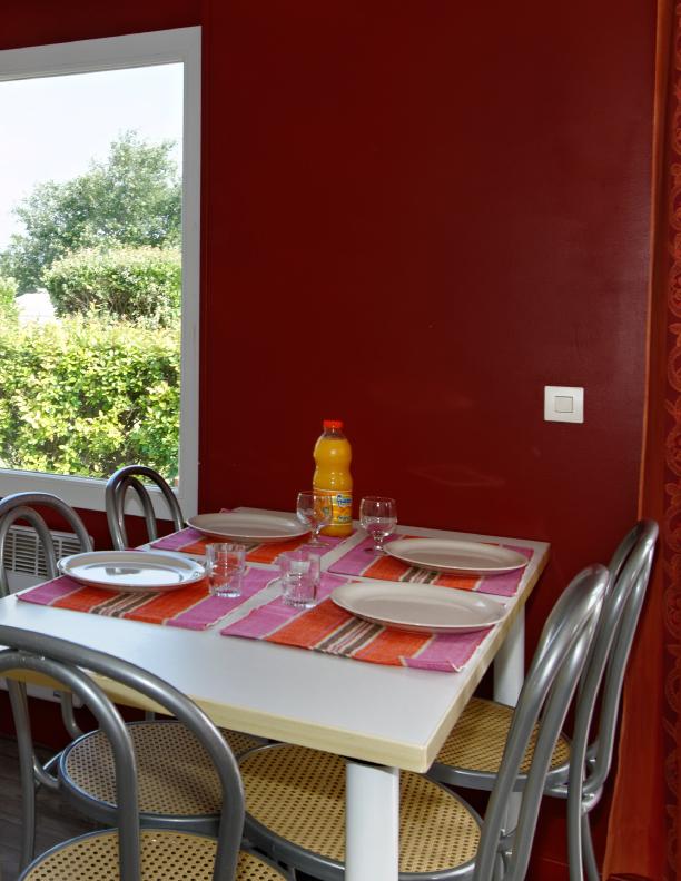 Cottage 5 personnes 28 m² - salle à manger