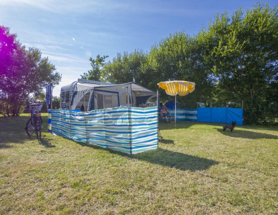 emplacement et conseils en équipement - caravane avec auvent