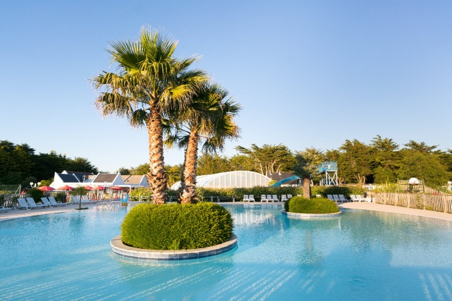 Camping la plage vue piscine extérieure